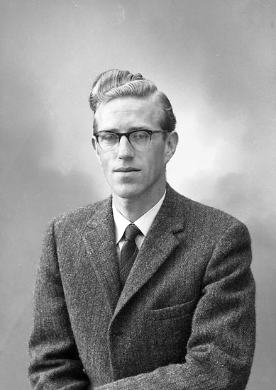 """Enligt fotografens journal nr 9 1958-: """"Roti, Herr Magi Vattenfall Stenungsund""""."""