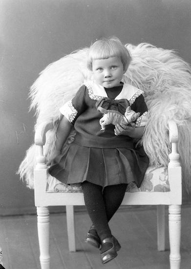 """Enligt fotografens journal nr 5 1923-1929: """"Johansson, Klara Labol, Spekeröd""""."""