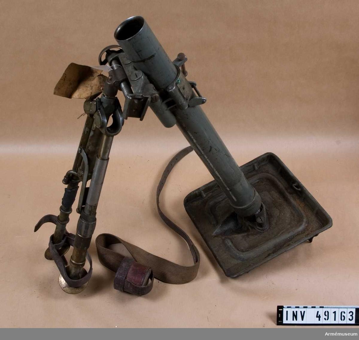 Grupp E X b.  Samhörande med 6 cm granatkastare, Brandt, är lavett,  stödplatta, 2 st läskstängar, verktygsväska, väska för  reservdelar, mynningsfodral.