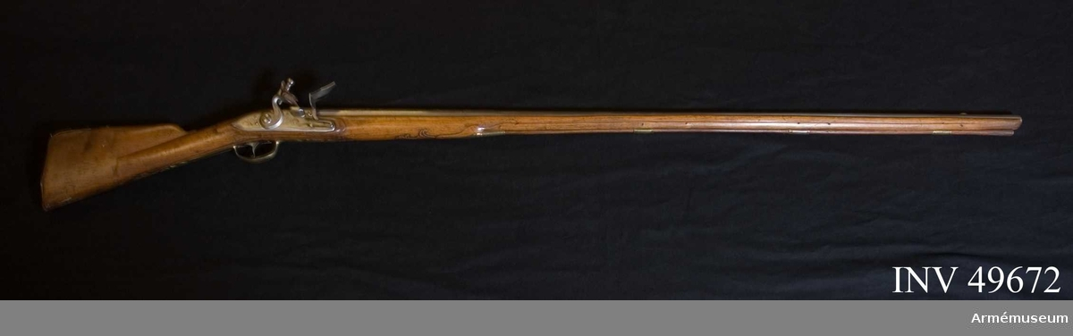 Grupp E XIV. Loppets relativa längd är 73 kal. Afrikanskt gevär med flintlås. Låset och nedre delen av pipan graverade, pipan inlagd med guld. Nr 189 återfinns på pipan och  kolven.