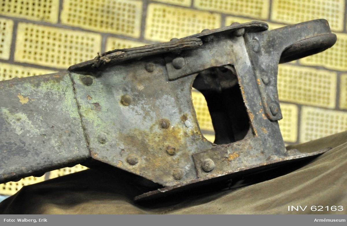 Grupp F I. Eldrör. Tillverkningsnummer 5.  Till 7,6 mm luftvärnskanon m/1922 med följande delar: eldrör,  kammarfodral, mynningsfodral, kopplingsdosa, 4 st markplattor, 3  st korta markpålar, lång markpåle, presenning, föreställare. Fabriksmärke, se bilaga.