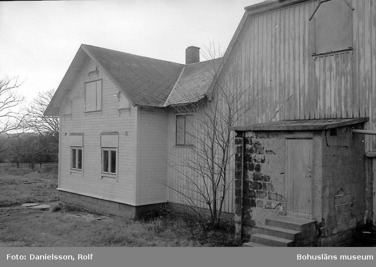 """Bohusläns samhälls- och näringsliv. 2. STENINDUSTRIN. Film: 61  Text som medföljde bilden: """"Bohus-Malmöns Folkets Hus""""."""