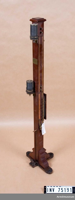 Grupp F:III.(överstruken) V.  Bestående av: Kronometer. 1.st. avtryckare. 1.st. vikt. 1.st. disjontör. 1.st.