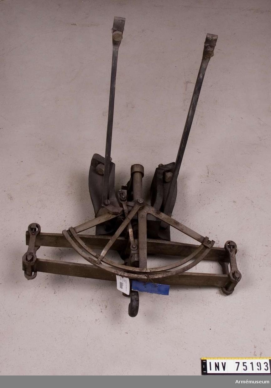 Grupp F:III / F V.  Tryckmätare, apterad på 8 cm framladdningskanon m/1863. (utan handtag) Kanon. 1.