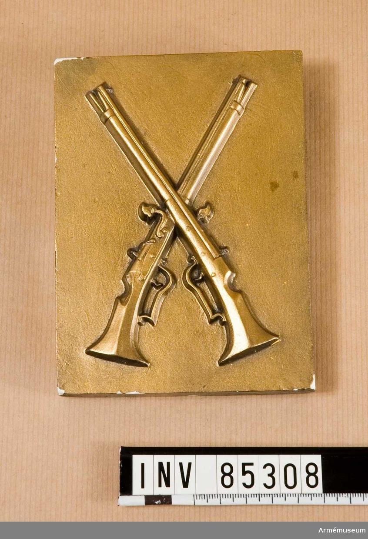 Grupp M V. Modell i gips till stansar för emblem, 5. No 1817 Infanteriet m/1939.