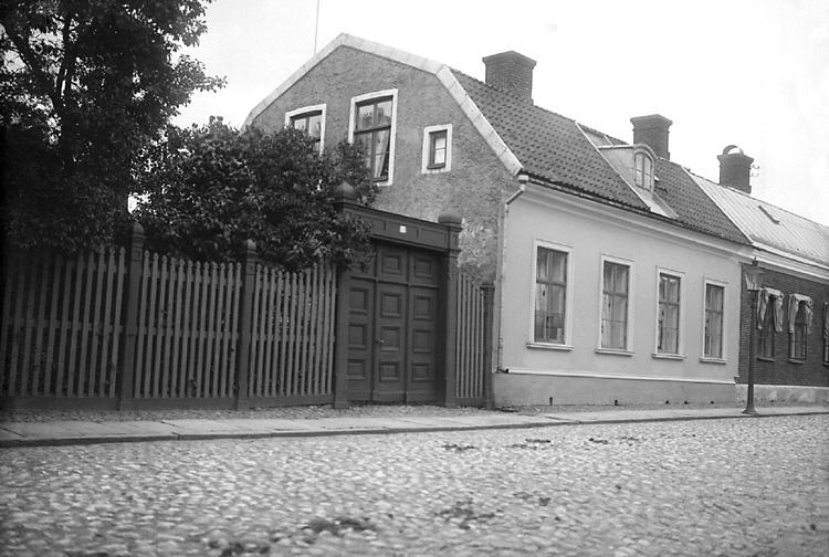 """Enligt tidigare notering: """"Bostadshus Södergatan 21. Rådman E. Nybergs hus."""""""