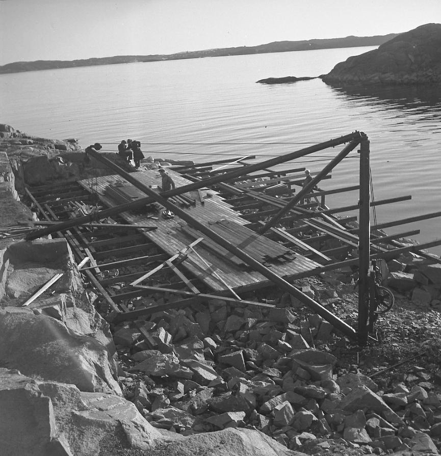 "Text till bilden: ""Paddlarklubben Delfinens kanothusbygge. 1948.11.07""             i"