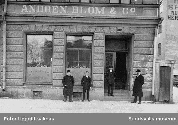Andrén, Blom & Co s kontor där uppgiftslämnarens farfar (Emil Andersson)  arbetade. Sjögatan 13 där Sillerströms låg på 1960-talet. I form av privattaget vykort utan text på baksidan.