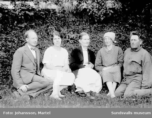 Ev Martel Johansson, Andrietta och Hanna Persson.