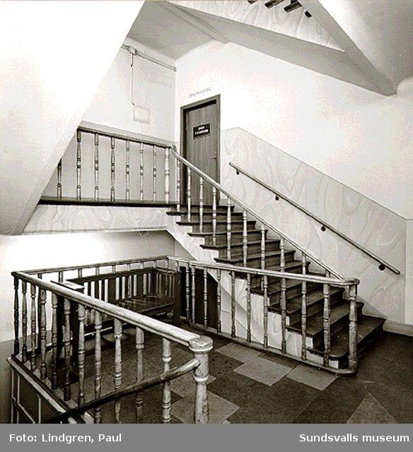 Kyrkogatan 28, varmbadhusets entré och trappor.