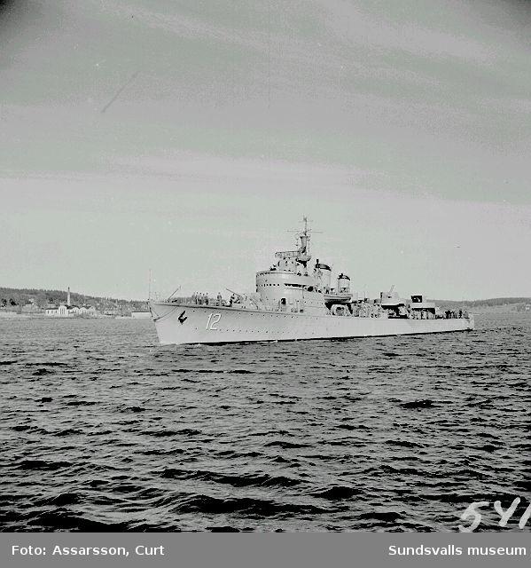 """Jagaren  """" Sundsvall"""" på ingående i hamnen."""