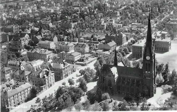 Sundsvall med GA kyrkan och Skolhusallén, flygfoto.