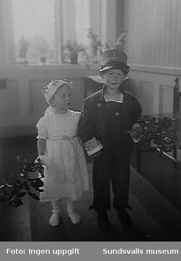 Förmodligen syskonen Norström, Clas Fredrik Hans Thorsten f 1915 och Sigrid Alma Louise f 1917.