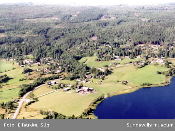 Flygfotografering av byarna runt Klingsta tjärn, sensommaren 1999