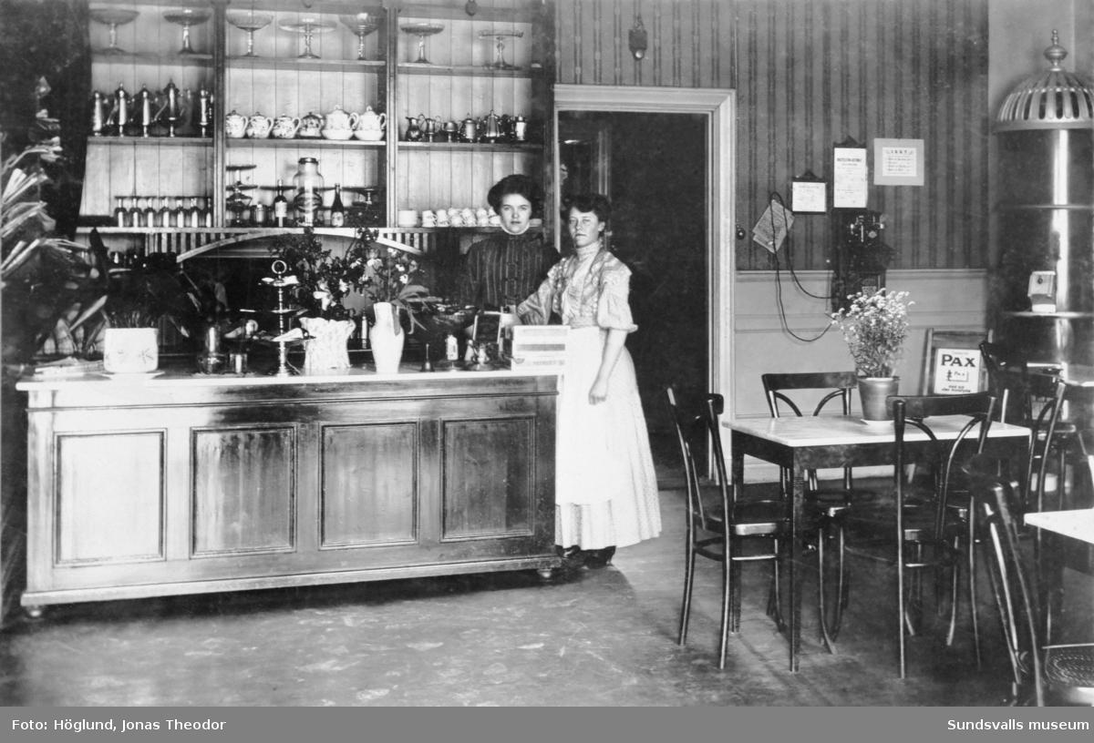 """Caféinteriör """"Café Metropol"""" i Godtemplarhuset vid Köpmangatan."""
