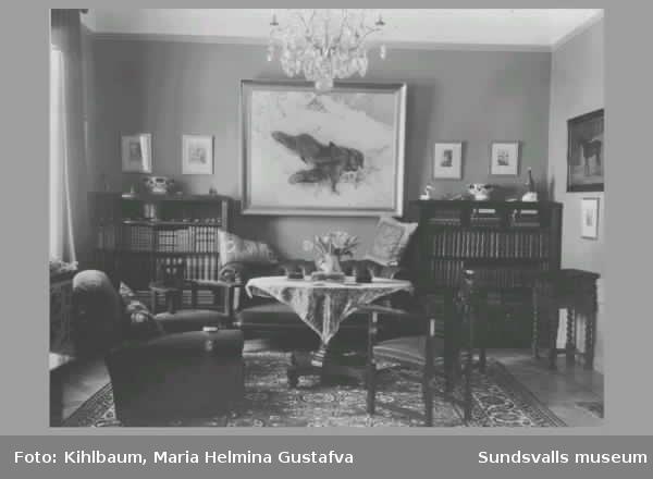 Villa Marieberg, interiör och exteriör. Byggår 1910. Ägare: Ando Wikström, grosshandlare och trävaruhandlare, född 1878 och död 1937 i Sundsvall. Villan övertogs senare av sonen med samma namn bankdirektör (Ando Gustaf Wikström f. 1908 d. 1995).