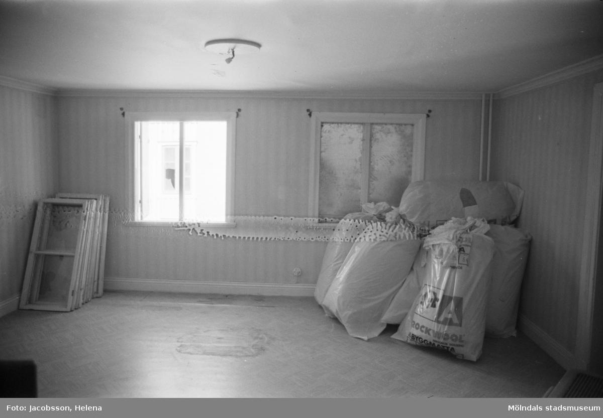 Kvarnfallet 24 vid Götaforsliden i Mölndals Kvarnby. Mangårdsbyggnad (bostad) till kvarn. Interiör: bostadsrum.