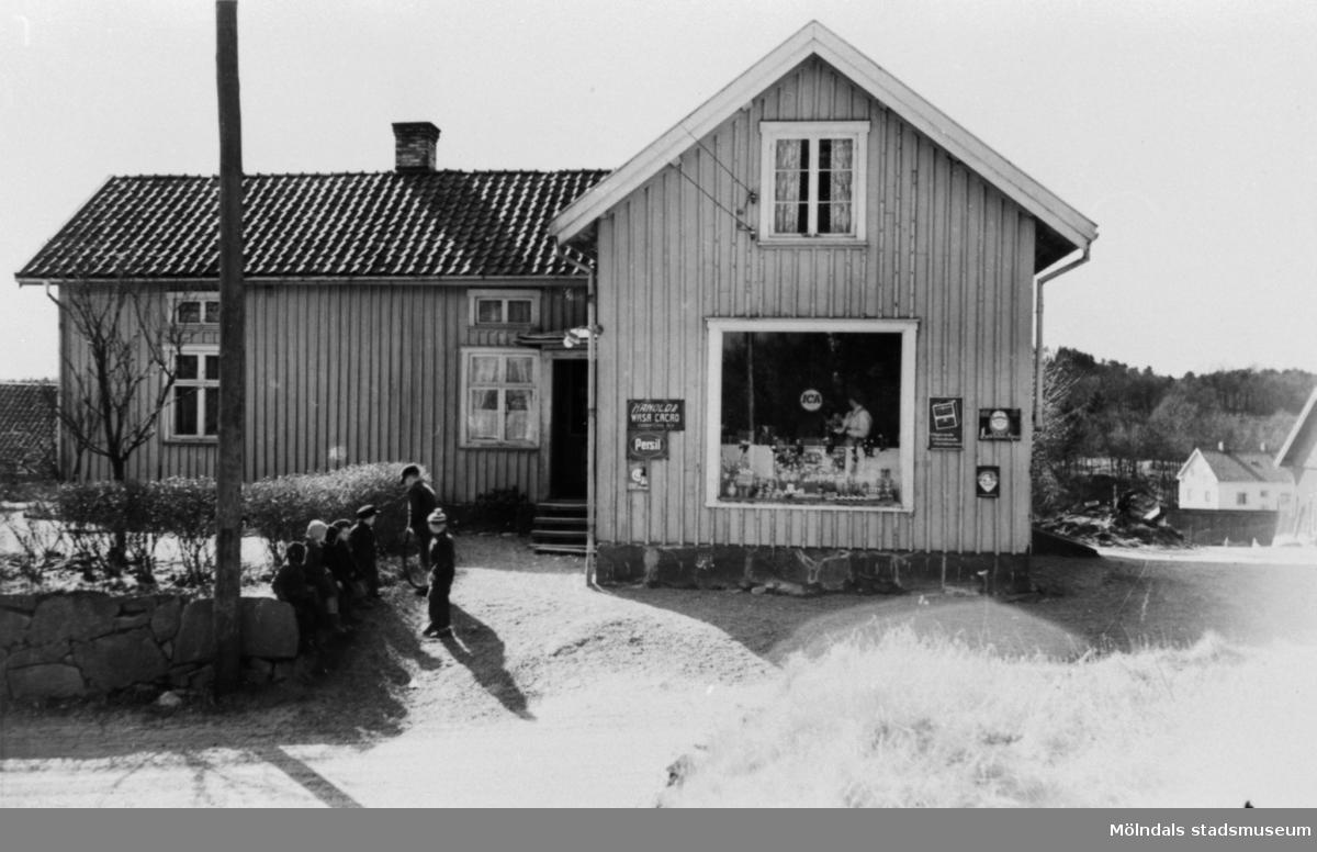 """""""Fabriksboden"""", Bergmans affär i Annestorp, 1951."""