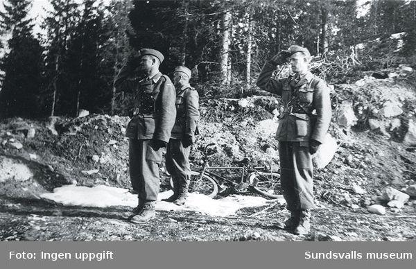 Bataljonschef major Fredriksen med adjutant, samt chefen för danska polistrupperna, överste Bennecke.