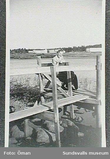 Brygga vid Furunäs. Sidsjöns sjukhus i bakgrunden.