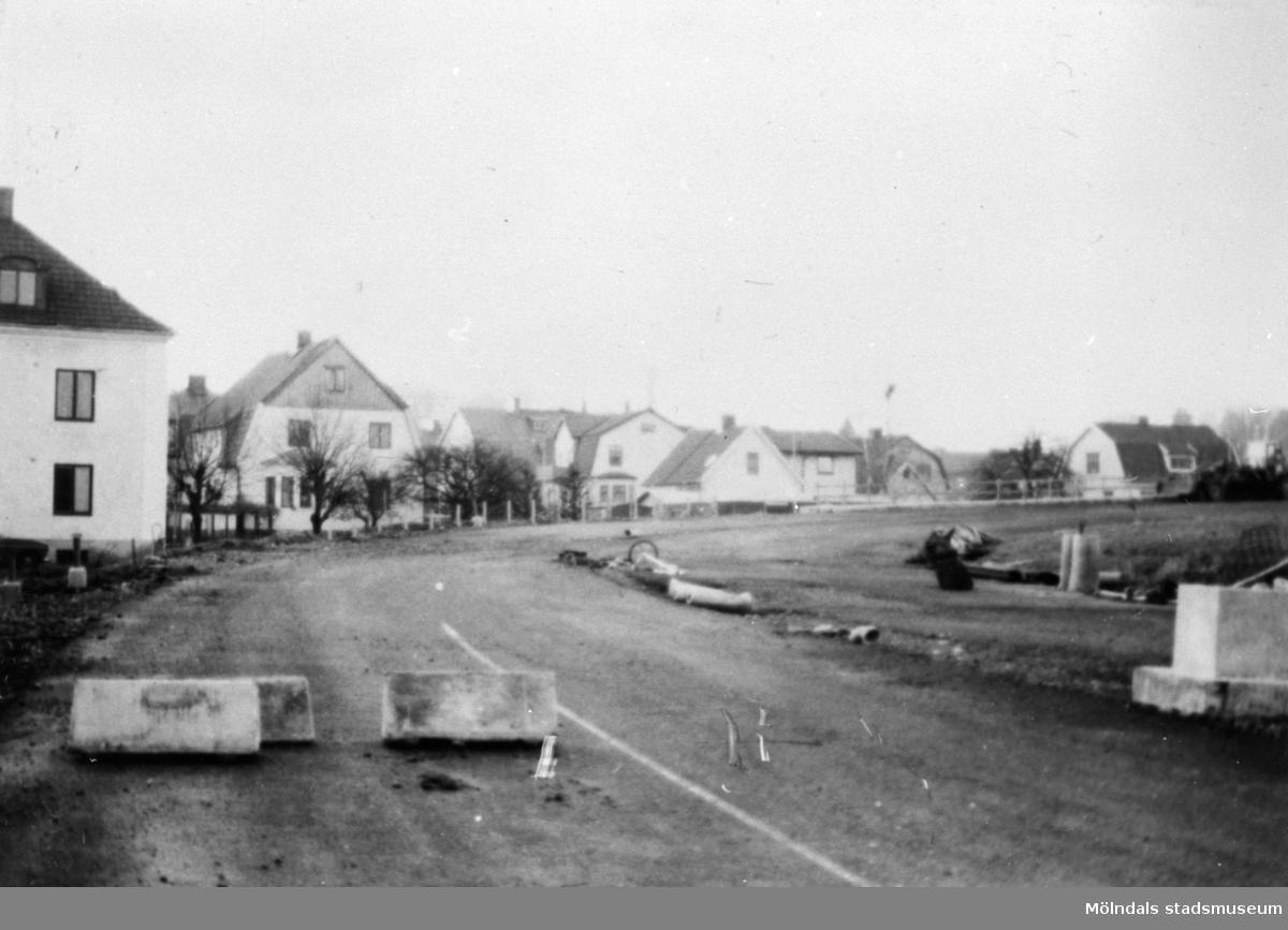 När Mölndals bron byggdes 1975. Uppfartsvägen från Gamla Kungsbackavägen till Mölndals bro/Kvarnbygatsviadukten.