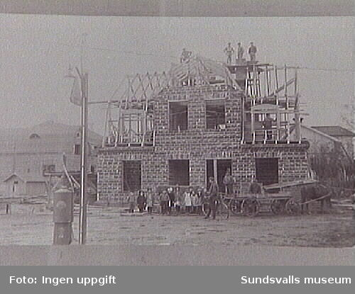 Matfors pappersbruk under uppbygggnad 1918-20.