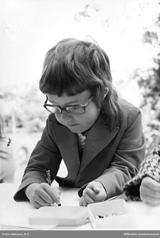 Ett barn som ritar. Holtermanska daghemmet juni 1973.