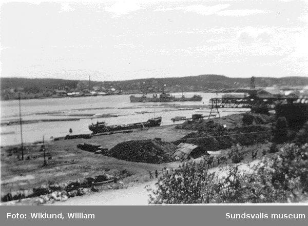 Vy över Svartvik med fartygen.2  vy över Nyhamn och Essvik