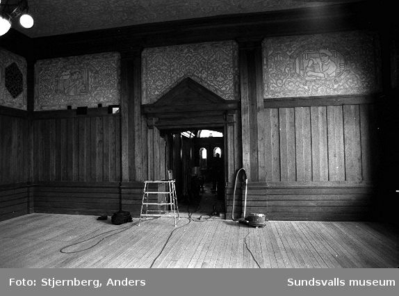 Slottsbiografen i Uppsala, uppförd 1914, adress Nedre Slottsgatan. Bild 34:  Målningar i samma manér som fd Sveabiografen i Sundsvall.