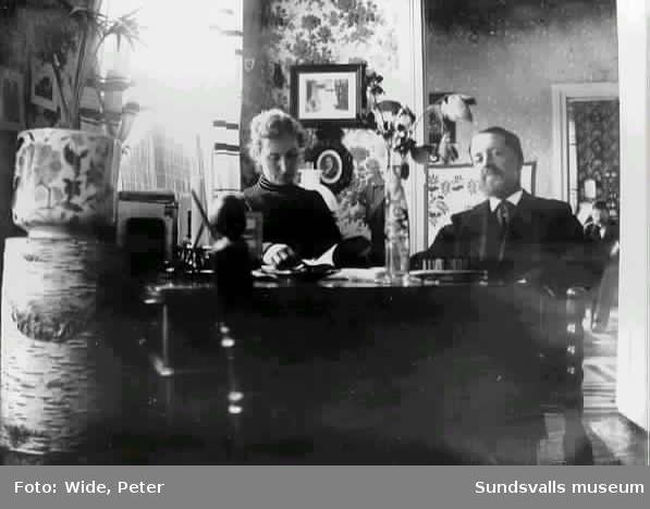 Anna och Peter Wide i sitt hem på Widegården.
