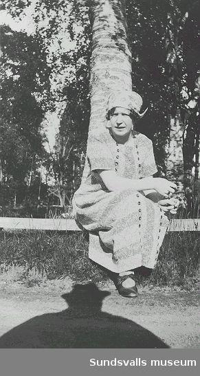 """""""Mor Agnes"""", Sallyhills gård, 1925-06-24."""