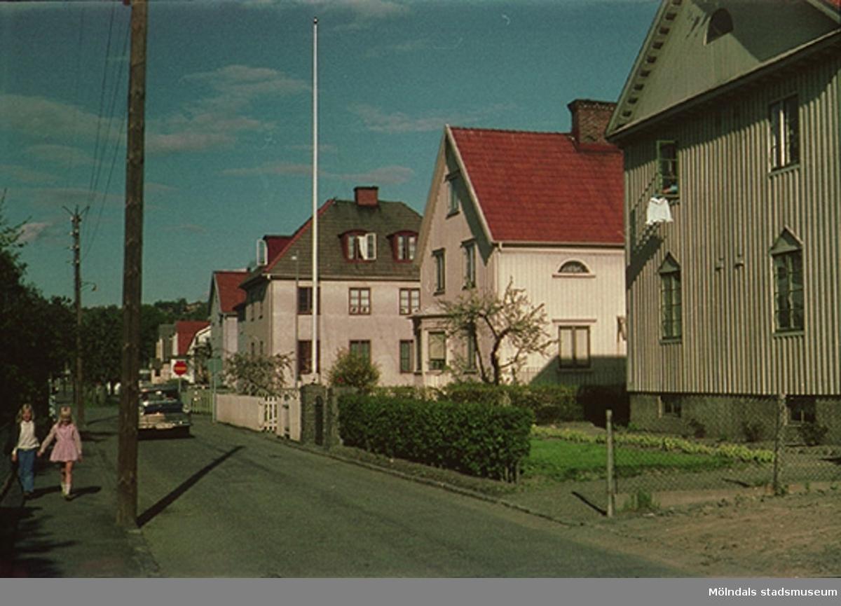 Övre delen och ner mot Göteborgsvägen, år 1971 - 1972.