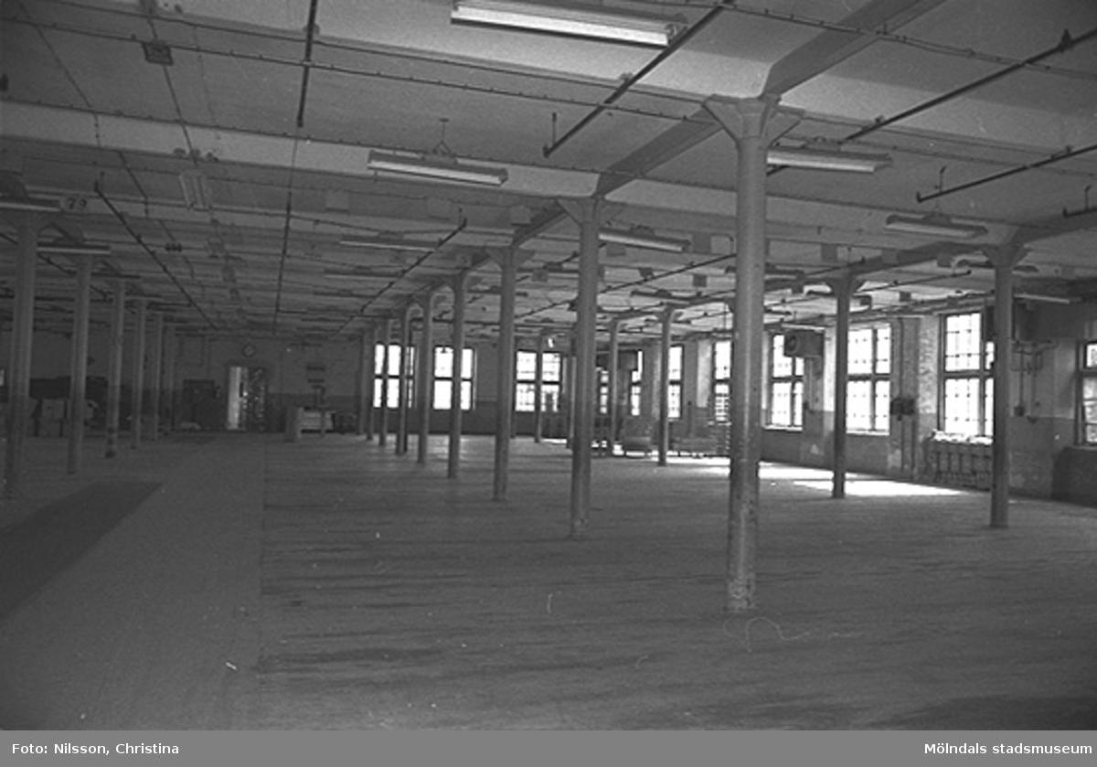 Byggnadsdetaljer: Fönster och pelare, hösten 1994.