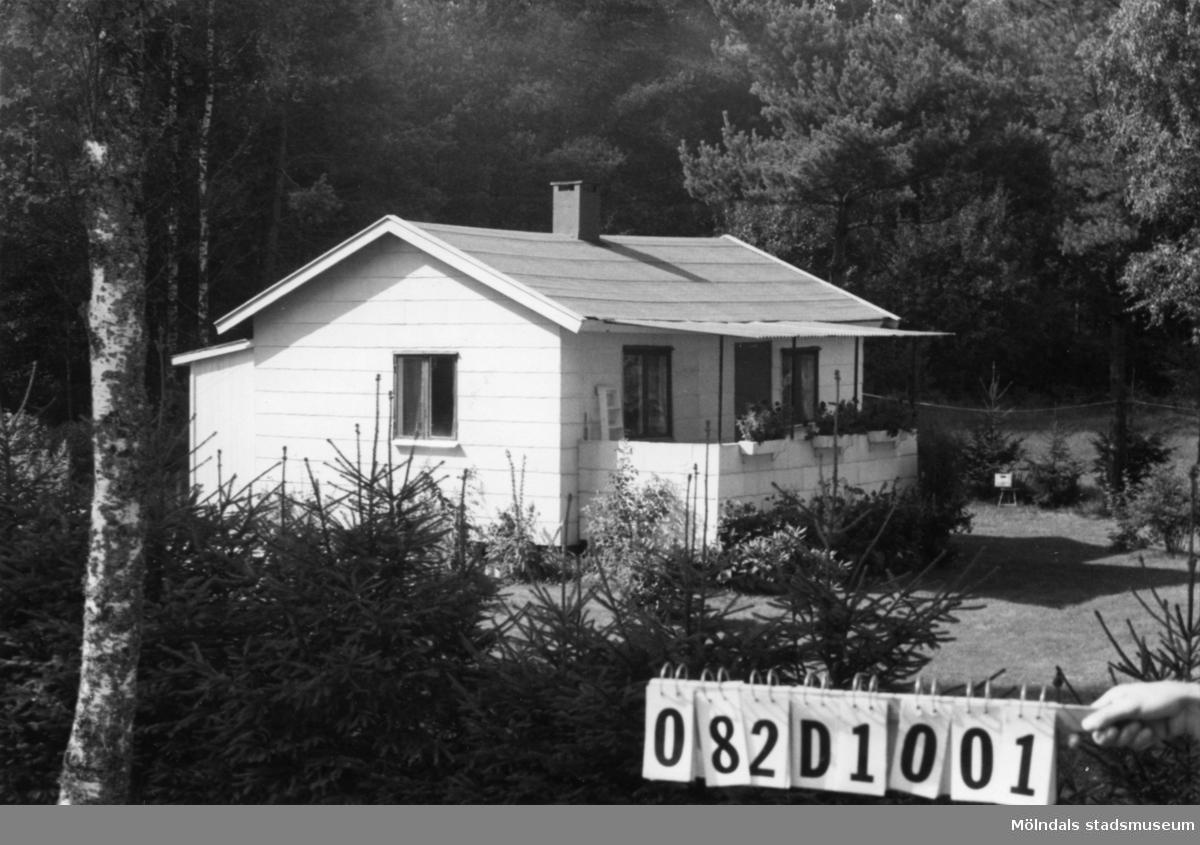 Byggnadsinventering i Lindome 1968. Knipered 1:13. Hus nr: 082D1001. Benämning: fritidshus. Kvalitet: god. Material: eternit. Övrigt: lekstuga. Tillfartsväg: framkomlig.