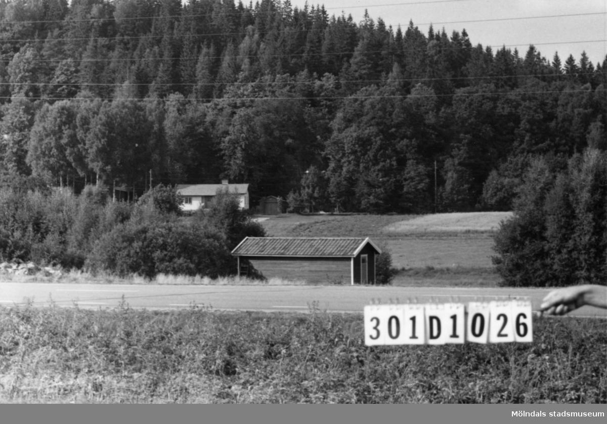 Byggnadsinventering i Lindome 1968. Inseros (1:4). Hus nr: 301D1026. Benämning: badhus. Kvalitet: mycket god. Material: trä. Tillfartsväg: framkomlig.