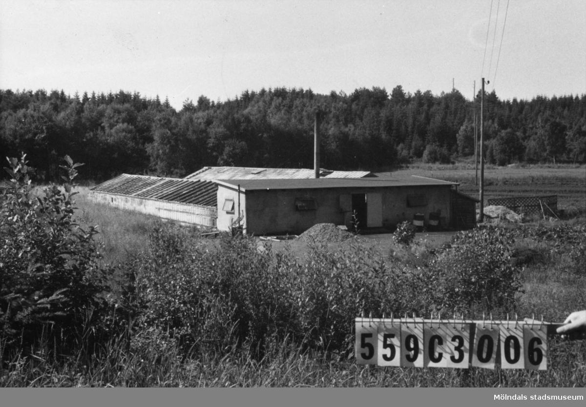 Byggnadsinventering i Lindome 1968. Fagered 1:9. Hus nr: 559C3006. Benämning: växthus. Kvalitet: mindre god. Material: sten, glas. Tillfartsväg: framkomlig.