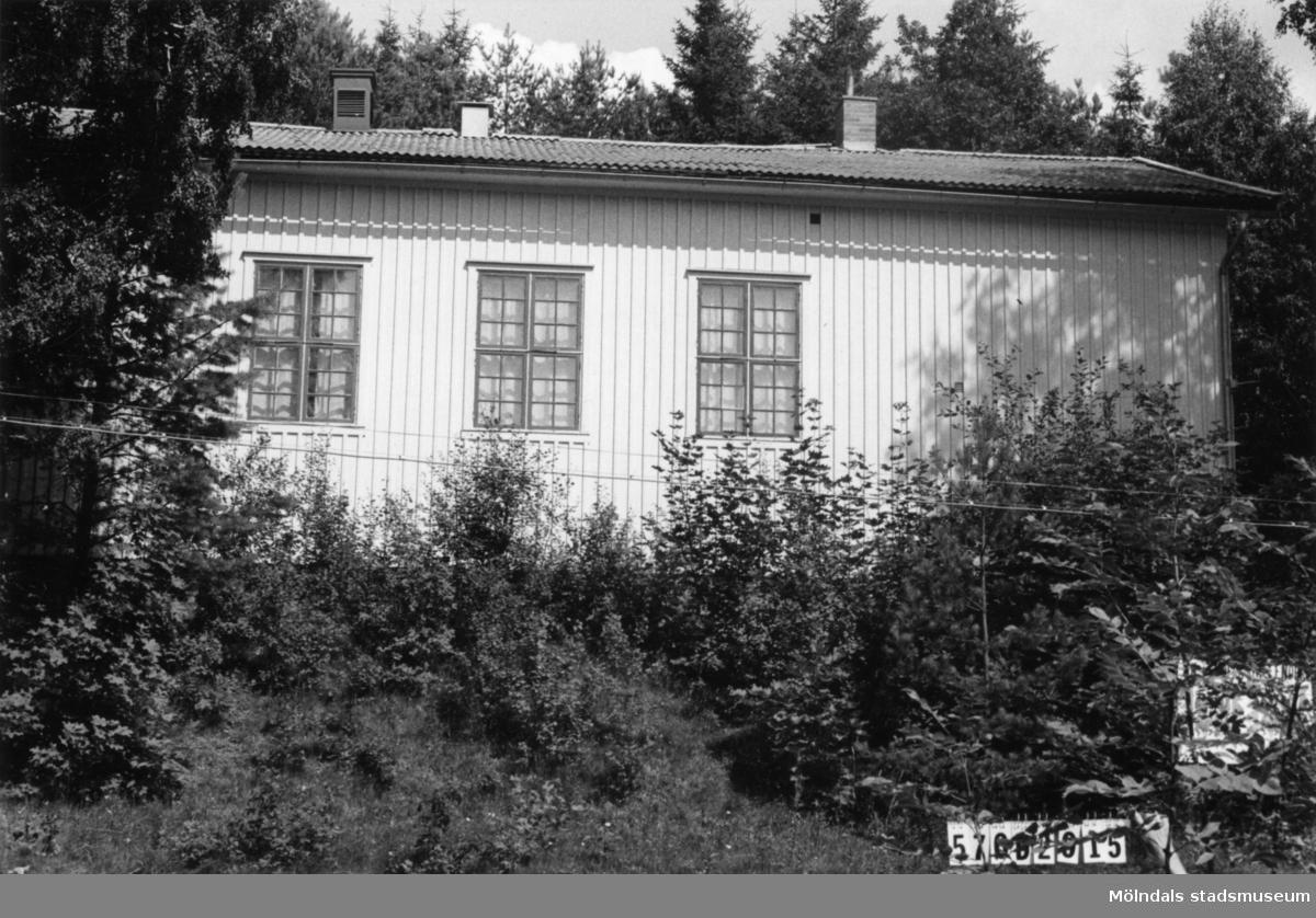 Byggnadsinventering i Lindome 1968. Annestorp 3:14. Hus nr: 570D2015. Benämning: folkets hus. Kvalitet: god. Material: trä. Tillfartsväg: framkomlig. Renhållning: soptömning.