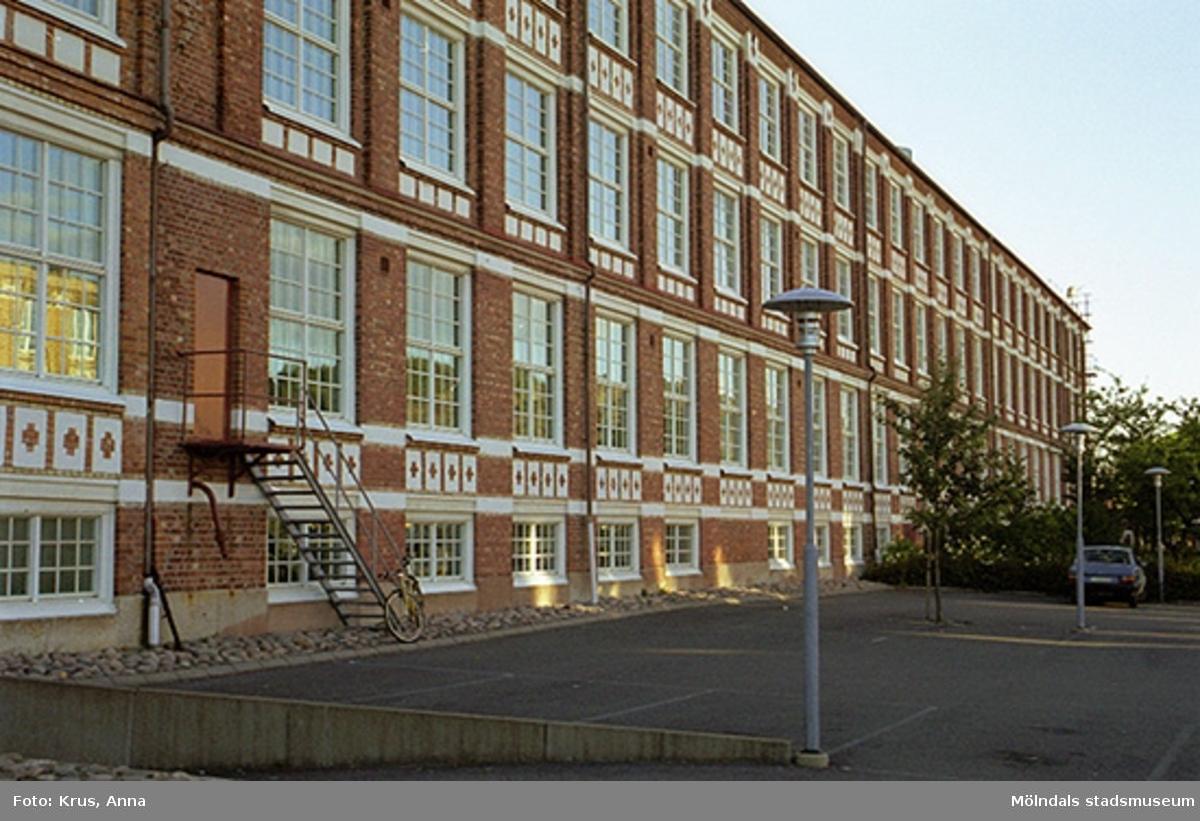 Kängurun 18 - Krokslätts fabriker  f.d. Väveriet från öster, del av fasaden.