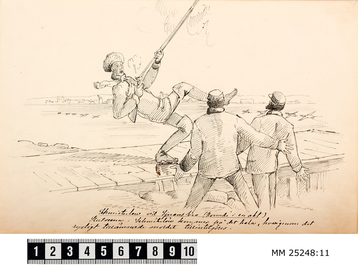 Pennteckning med tre soldater vid strandkanten vid Kungsholms fort. En av befinner sig på en brygga. Han tycks ha tappat balansen och faller bakåt samtidigt som hans gevär av våda avfyras snett uppåt framåt. Övriga två ser ut att reagera med bestörtning på händelsen. Text under teckning berättar historien.