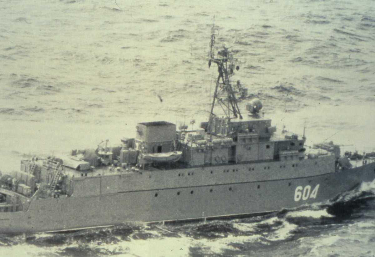 Russisk fartøy av Gorya - klassen som heter Zheleznyakov og har nr. 604.
