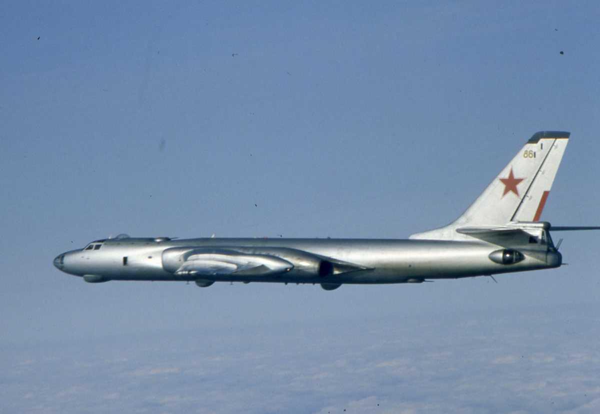 Russisk fly av typen Badger K med nr. 86.