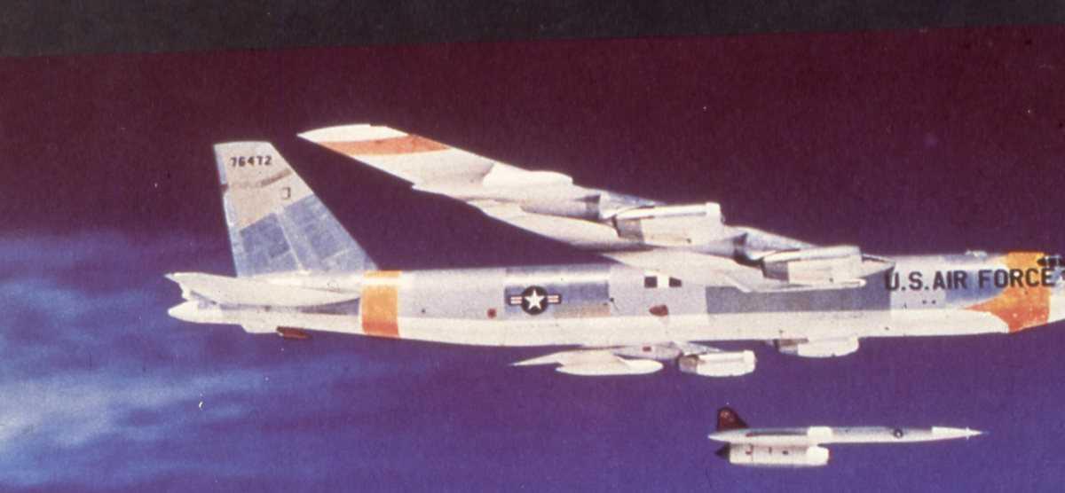 Amerikansk fly av typen B-52 Stratofortress med nr. 76472.