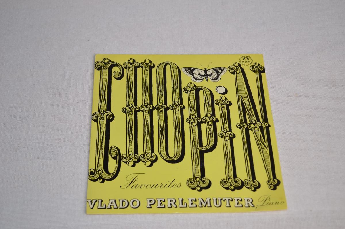 Grammofonplate med etui i papp. Pappetuiet er gult med tittelen i svart skrift med avbilda ein sommarfugl.