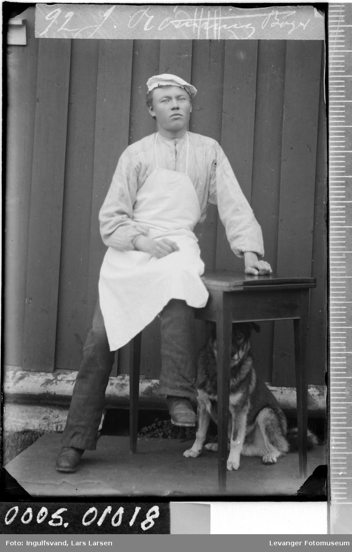 Portrett av en mann i  bakeruniform.