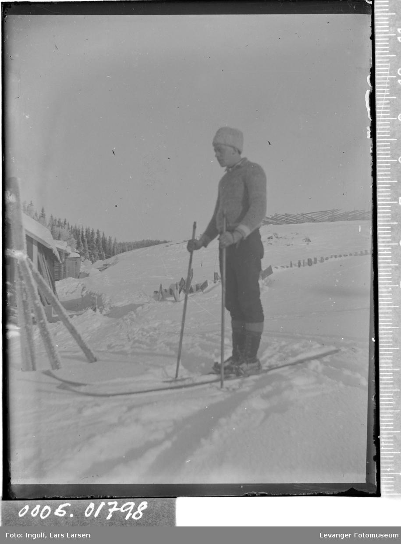 Portrett av en mann på ski.