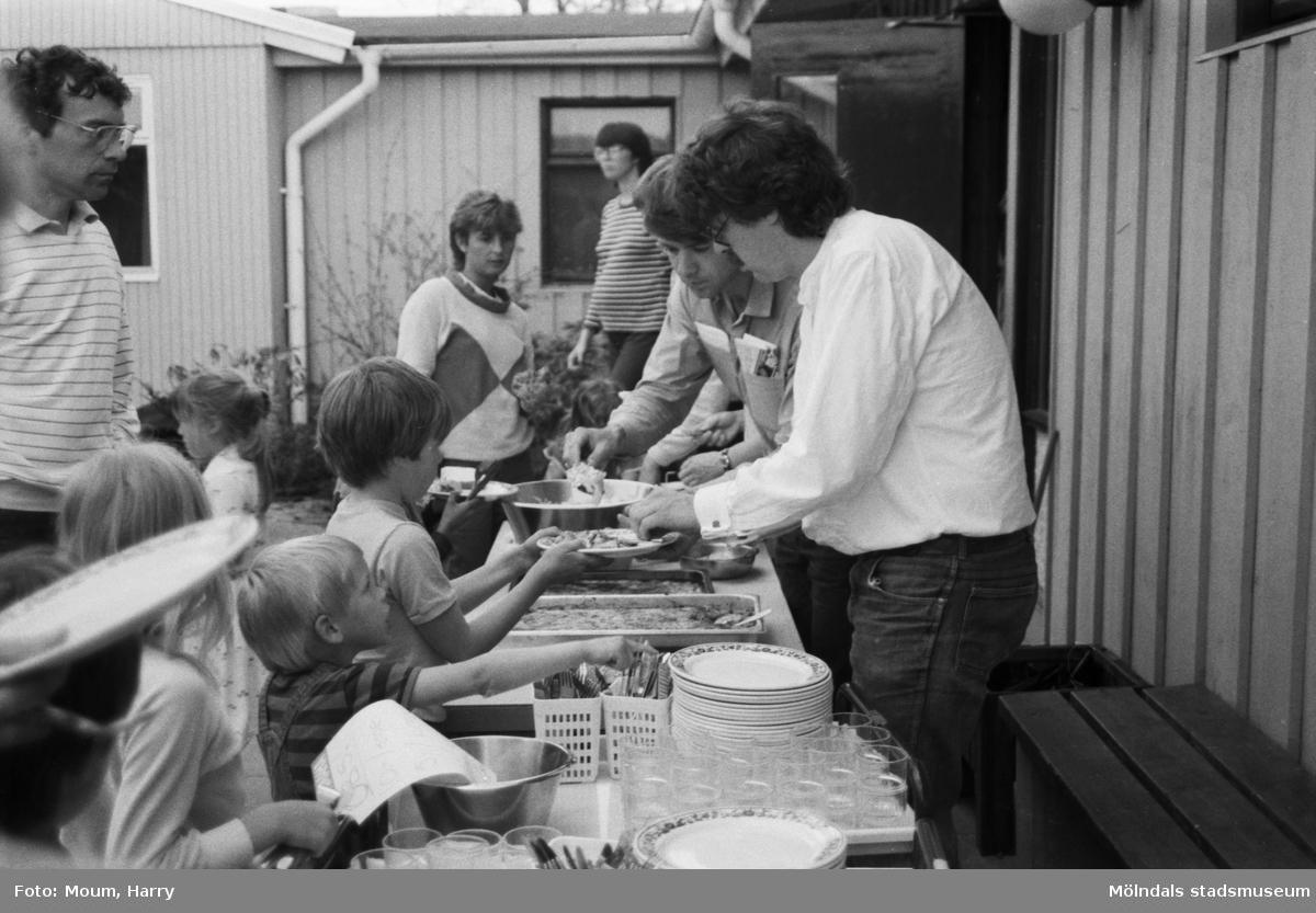 Kultur för barn på Sinntorps förskola i Lindome, år 1984.  För mer information om bilden se under tilläggsinformation.