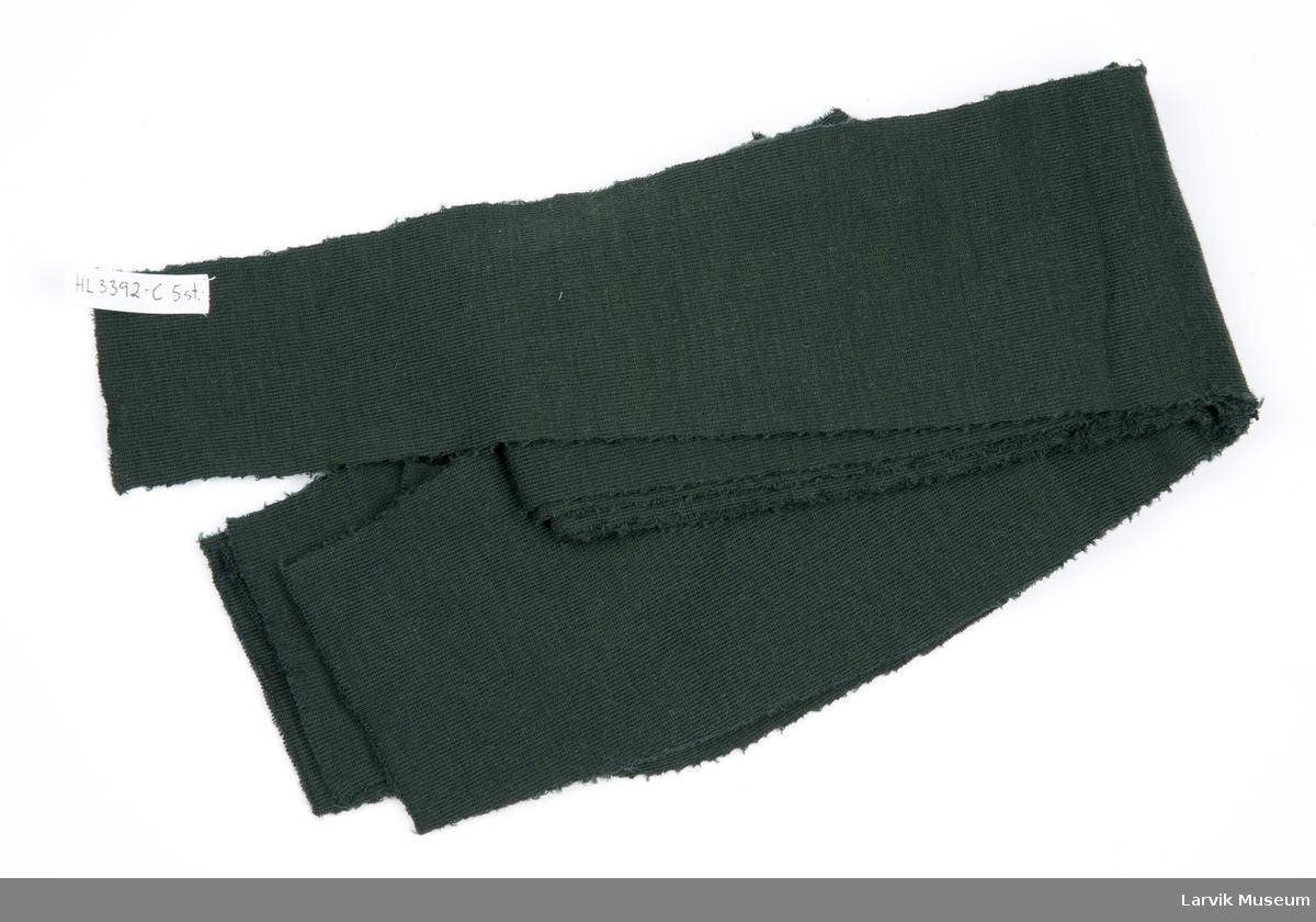 Tøystykke - 5 stk., tilklippet, små hakk på midten i hver side. Samme størrelse og form som B