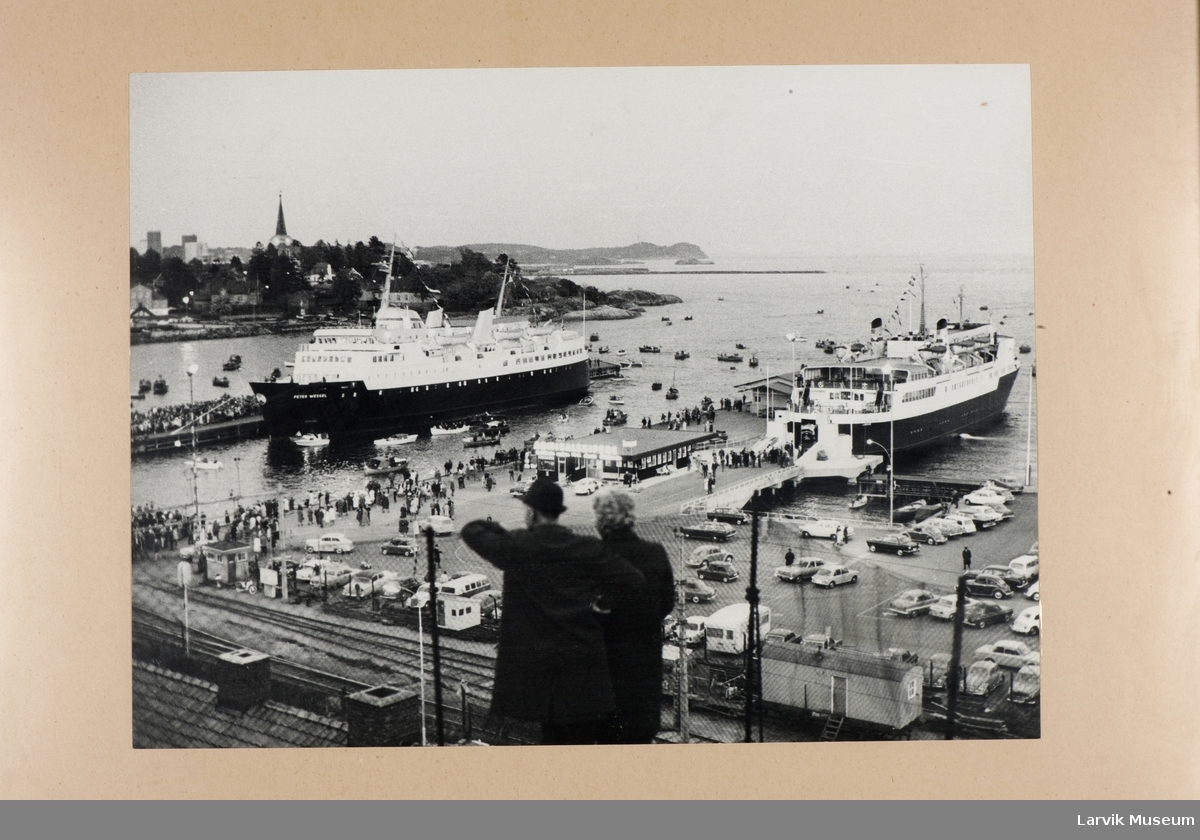 MS Peter Wessel (nr. 2) etter jomfruturen. Ved kai i Larvik Havn. T.v. Cort Adler.