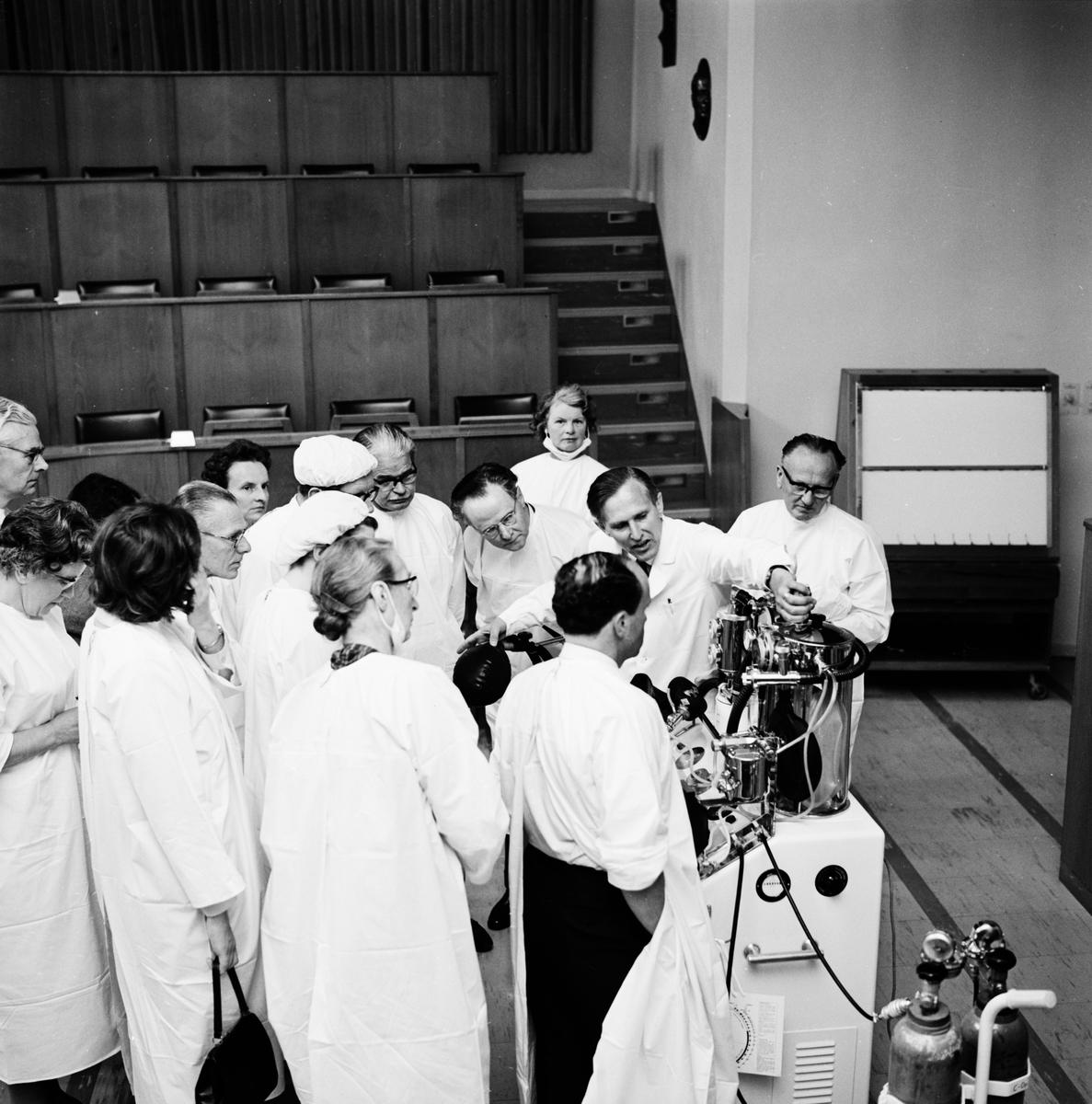 """""""Engelska narkosläkare ser på vår intensivvård"""" - Akademiska sjukhuset, Uppsala juni 1964"""