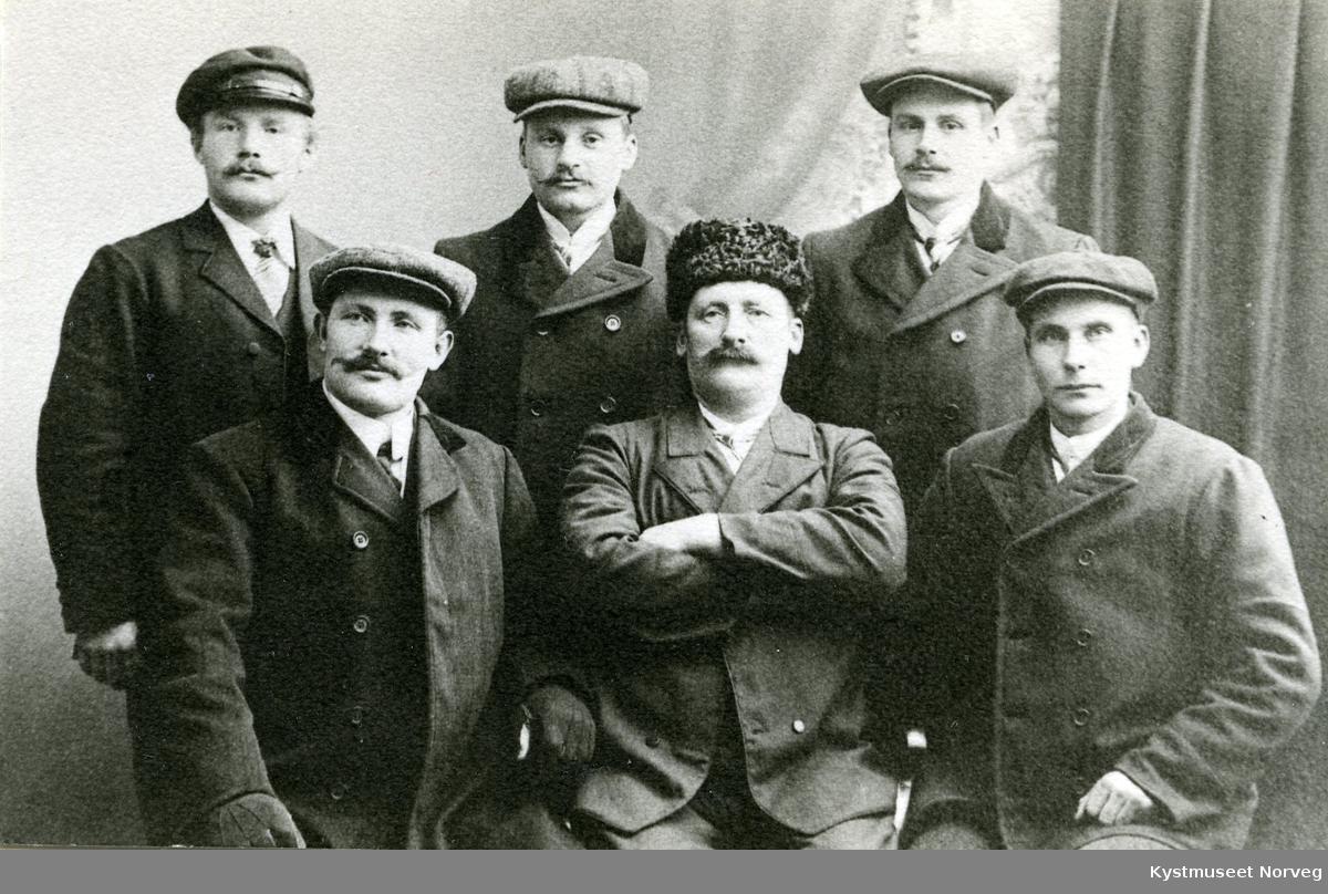 Bak fra venstre Aksel Eidshaug, Jakob og Wilhelm Brækkan, foran venstre Sigvart Fossaa, Jens Eliassen og Ole Fjær